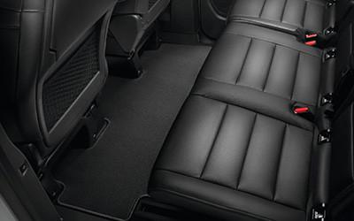 Fußmatte einteilig aus Nadelvlies für feste 2. Sitzreihe